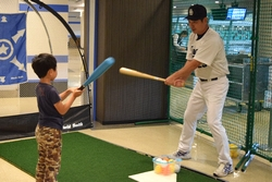16_pb_battinglesson_1.jpg