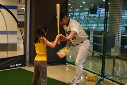 16_pb_battinglesson_2.jpg