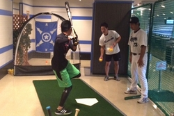16_pb_battinglesson_sm_1.jpg