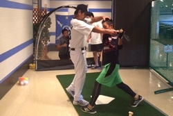 16_pb_battinglesson_sm_3.jpg